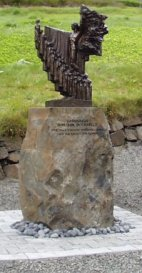 """Een standbeeld van de grote Ijslandse beeldhouwer Einar Jónsson gemaakt ter nagedachtenis van de bemanning van de """"Pourquoi-Pas?"""""""